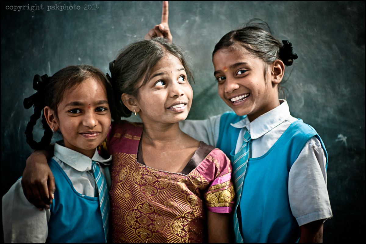 Having fun at the end of class, schoolchildren of Hyderabad, 2014